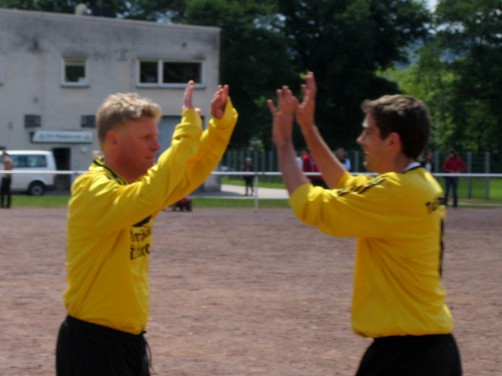 Bruchhausen siegte im letzten Aufeinandertreffen 3:1 in Hüsten. Hier Trainer Freddy Quebbemann (l.) und Rainer Müller (r.)