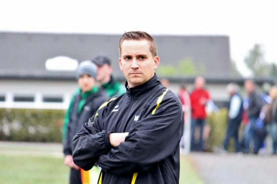 Willi Lüneburg bei seinem ersten Spiel an der Seitenlinie als Vertretungstrainer.
