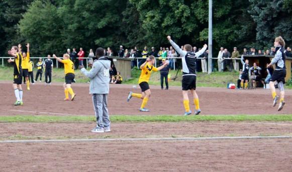 Unter dem Applaus von Hans Sarpei siegte die Hiag-Elf mit 2:1