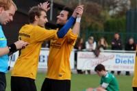 Marcel Linke (l.) und Dennis Pérez Gomes feiern den Derbysieg im Hinspiel