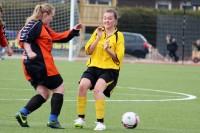 Melina van Bargen beim Kampf um den Ball.