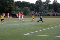 Rainer Müller scheitert denkbar knapp am SC-Schlussmann.