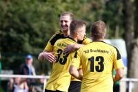 Marvin Weber trifft zum 1:0 für den TuS Bruchhausen.