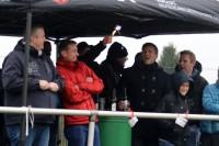 Einige Zuschauer waren trotz des Sau-Wetters zum Spiel gekommen.
