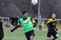 Mehmet Kurt platziert den Kopfball über den Gäste-Keeper.