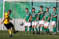 Der Ball landete nach dem Freistoß von Kai Oberreuther im Tor zum 1:3.